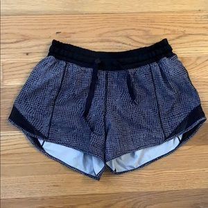 Lululemon black and white Running Short Size 6